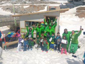 Η ομάδα του Snowport Ski & Snowboard Club σε μία ομαδική φωτογραφία στη βάση μας στο Χιονοδρομικό Κέντρο Παρνασσού