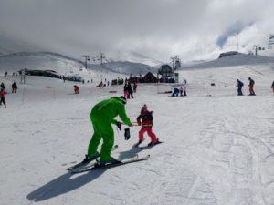 Σωστή και ασφαλής εκμάθηση σκι σε μικρό παιδί
