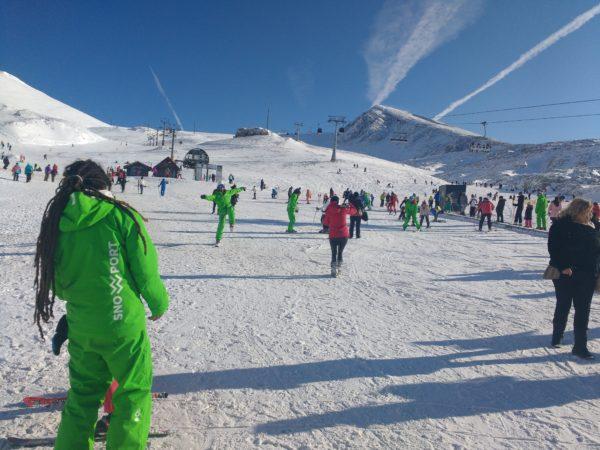 Οι προπονητές σκι του Snowport κάνουν μάθημα σκι βασισμένοι στην αυστριακή μεθοδολογία