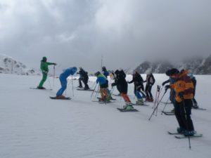 Επίδειξη της σωστής τεχνικής σκι