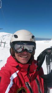 Ο προπονητής σκι Γιώργος Ιωσηφίδης βγάζει selfie στο βουνό