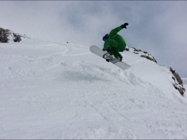 Άλμα με snowboard στο Χιονοδρομικό Κέντρο Παρνασσού